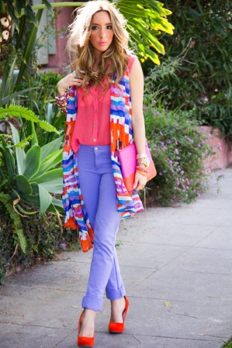 calça colorida a